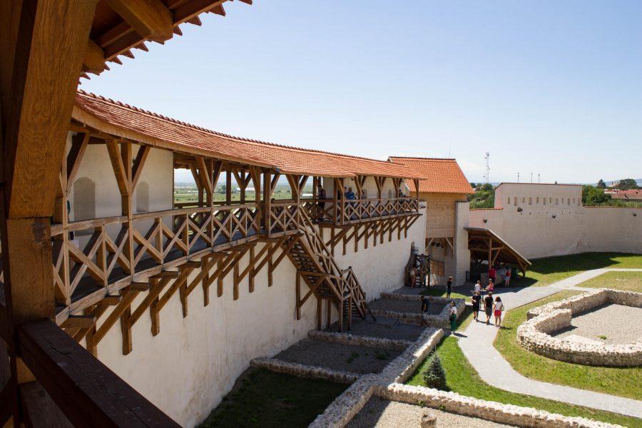 Barcaföldvári vár - Várudvar