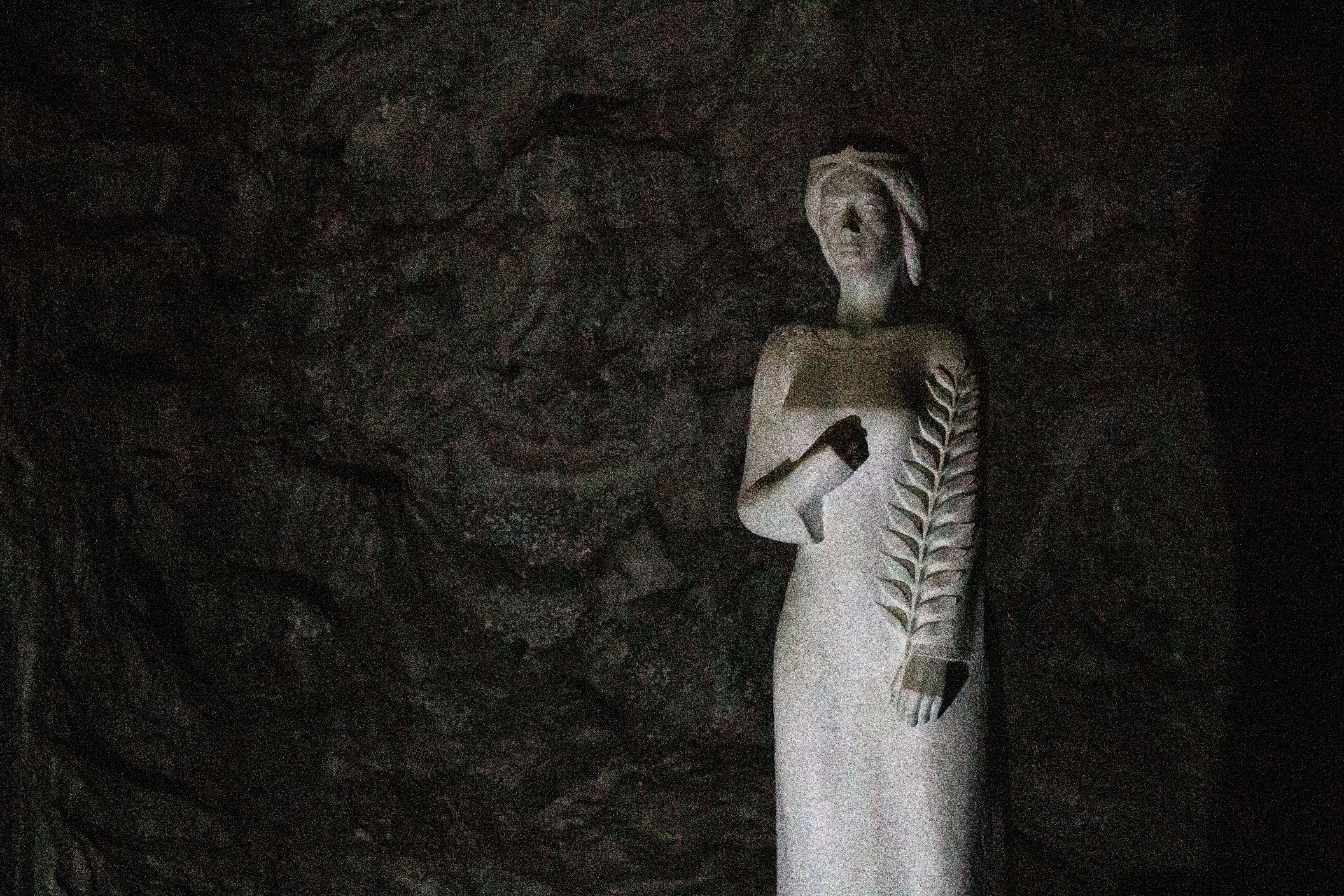 Szent Borbála szobra a Parajdi Sóbányában