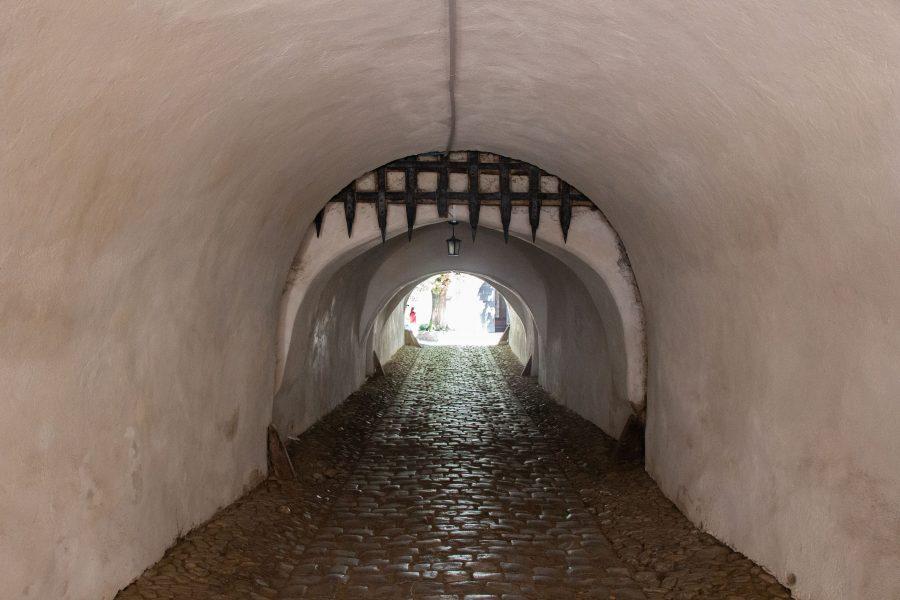 Az erődtemplomba vezető alagút