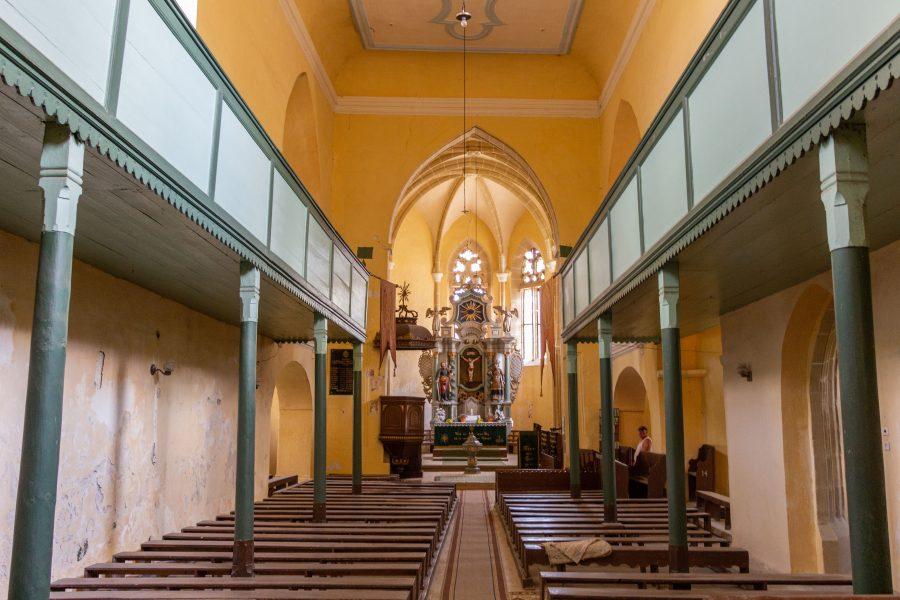 A barokk stilusú oltárt Johan Folbart építette