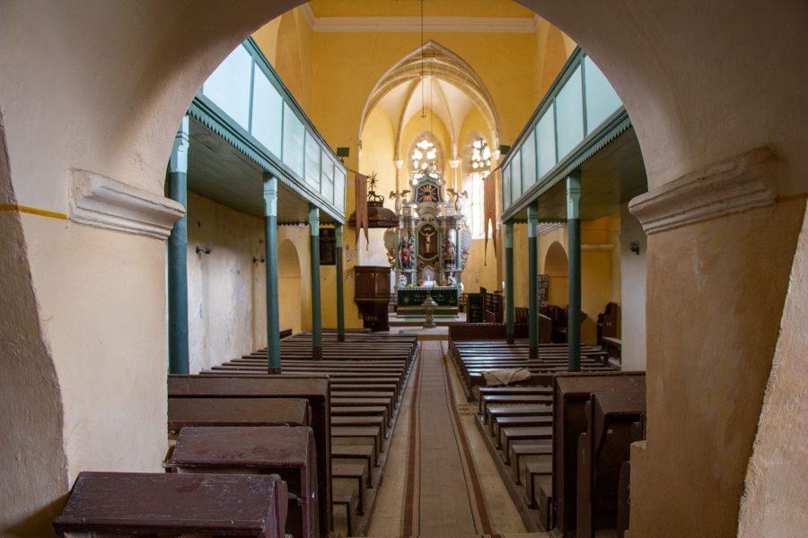 A szászsárosi templom belseje