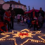 Gyertyák ragyognak Marosvásárhelyen a szegényekért