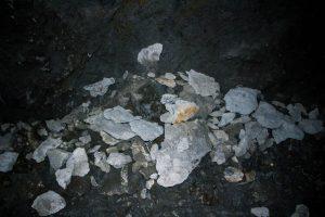 Kövek a Kodáros barlangjában