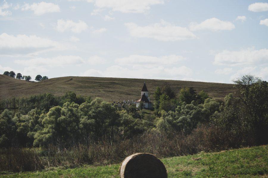 Csendes kis temető a szászkeresztúri domboldalban