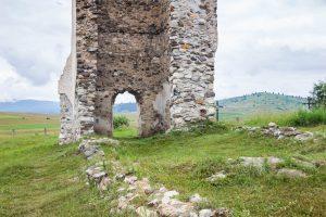 Az egykori, gótikus templom falainak helye