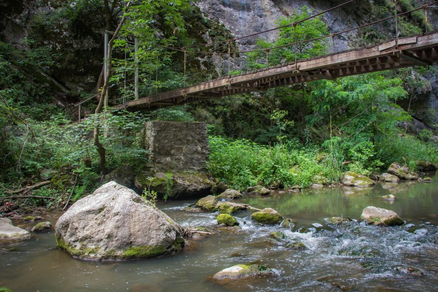 Híd a túraútvonal mentén