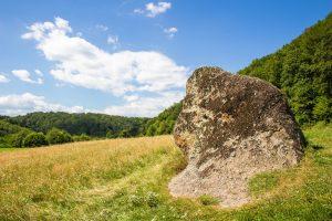 A Korondi Likaskő legendája szerint itt jártak, amikor megszólalt a kakas