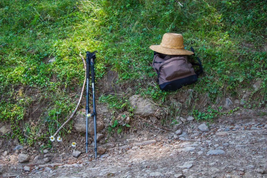 A túrázás legfontosabb kellékei: túrabot, kalap és hátizsák
