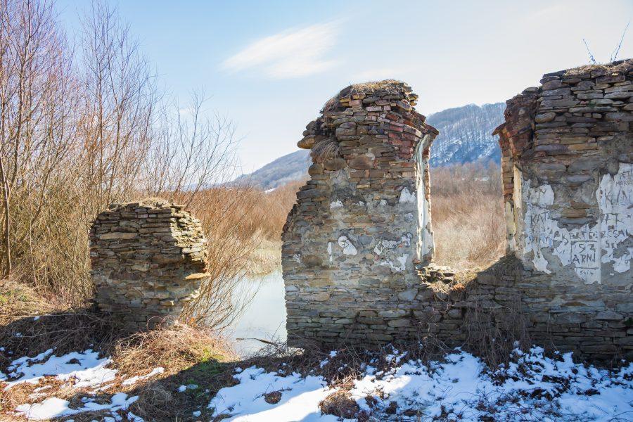 Az unitárius templom oldalsó fala