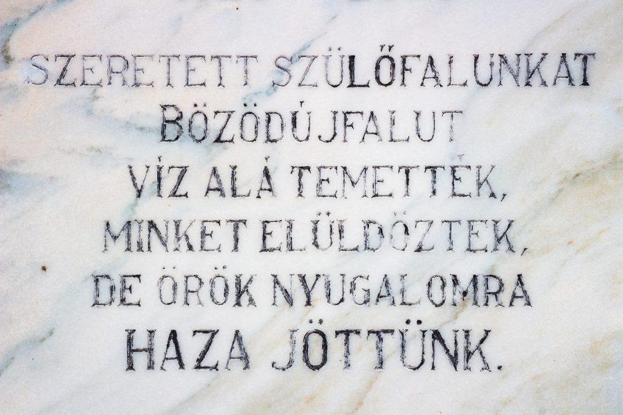 Sírfelirat a Bözödújfalusi temetőben