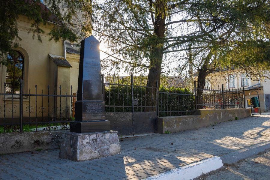 Árpád fejedelem emlékműve Magyardécsen