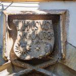 Kőből faragott Erdély címer 1480-ból